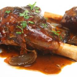 Slow roasted lamb shanks in an onion jus.